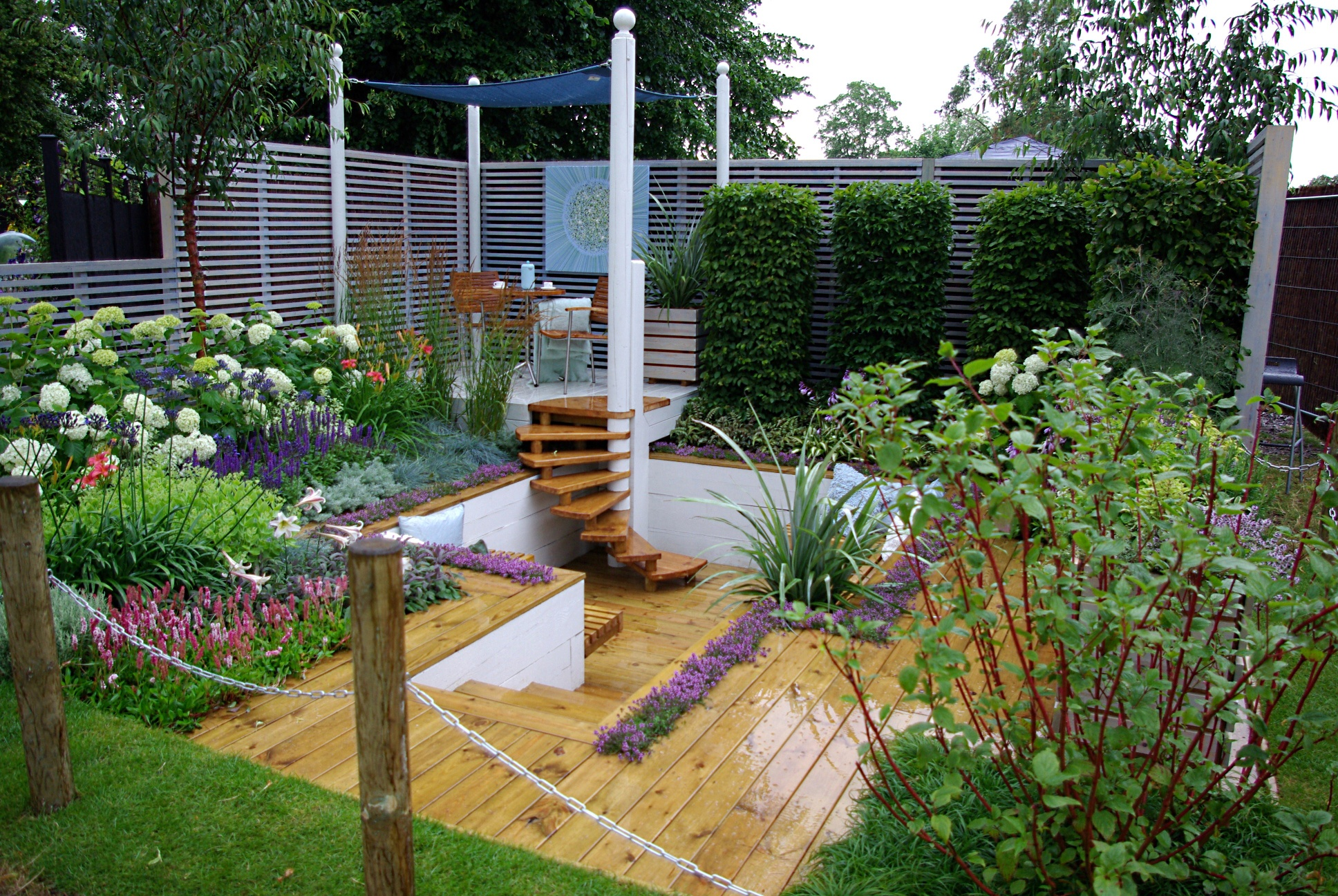 Perfect RHS Hampton Court 2008   The Sadolin Four Seasons Garden