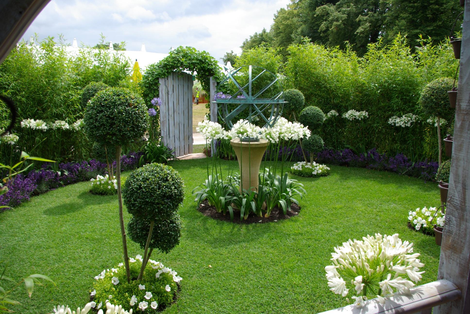 Rhs hampton court 2008 the croft spot secret garden for Hamptons home garden design